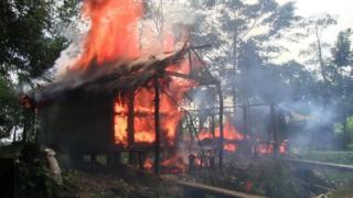 منازل مسلمي الروهينجا تتعرض للحريق