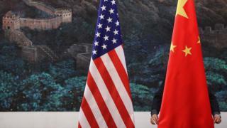 Banderas de Estados Unidos y de China