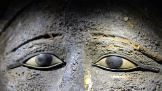 Ojos de la máscara de plata