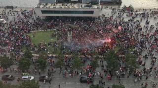 Liverpool: Crowds gather again despite coronavirus fears