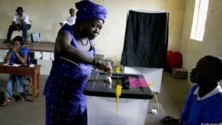Eeyan bi miliọnu mẹta ni wọn ro wipe wọn dibo Sierra Leone lọdun yii