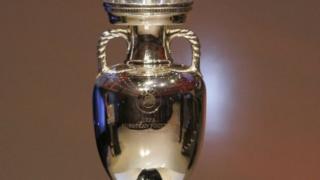 L'UEFA a décidé fin aout que les 4 meilleurs clubs de l'Allemagne, l'Angleterre, l'Espagne et l'Italie auraient une place garantie en phase de poules de la Ligue des Champions