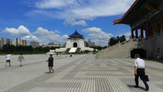 台北是一个钢筋水泥覆盖比例很高的盆地城市,散热的能力并不强