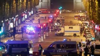 Бейшембиде кечинде Париждин борбордук бөлүгүндө болгон ок атышуудан бир полиция набыт болуп, экөө жаракат алды