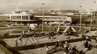 Old postcard of Saltdean Lido