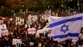 محتجون تظاهروا ضد الاتفاق الذي ألغي