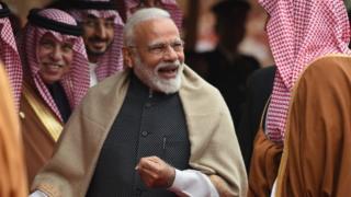 सौदीचे राजकुमार मोहम्मद बिन सलमान यांच्याबरोबर मोदी