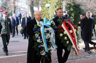 The presidents of Israel and Poland lay wreaths together