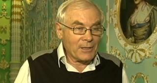 Volodymyr Chaika being interviewed in the hallway
