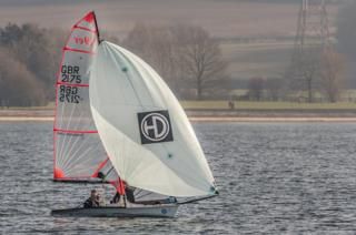 Sailing in the sun at at Farmoor reservoir
