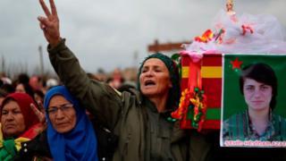 جنازة مقاتلة كردية