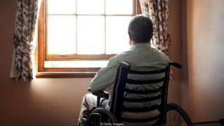 Người già dễ bị quên tiếng mẹ đẻ nếu họ phải trải qua những sự kiện gây chấn thương tinh thần.