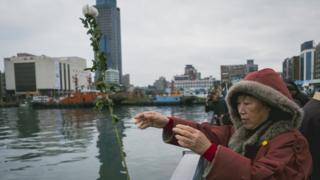 基隆港在3月8日举行仪式纪念死难者。当时国民政府军队将平民互相捆绑后射杀投入港中。