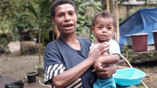 Martina Safkaur dan putranya, berteriak minta tolong saat banjir bandang melanda.