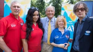 Members of Happy Mondays and Pulp film an episode of Bargain Hunt with presenter Charlie Ross
