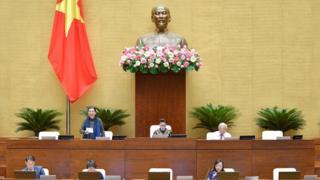Phó Chủ tịch Thường trực Quốc hội Tòng Thị Phóng chủ trì phiên thảo luận.