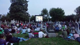 Sessão de cinema no Congressional Cemetery