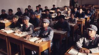 1971年,北京大學正在上課的學生。