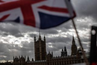 थेरेसा मे के ब्रेक्सिट सौदे को मंगलवार, मार्च 12 को ब्रिटिश संसद में कड़ी हार का सामना करना पड़ा।