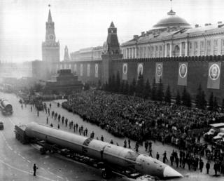Desfile en la Plaza Roja el 9 de mayo de 1965