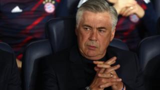 Le Bayern Munich a limogé jeudi son entraîneur Carlo Ancelotti.