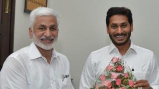 ముఖ్యమంత్రి జగన్మోహన్రెడ్డితో విజయసాయిరెడ్డి