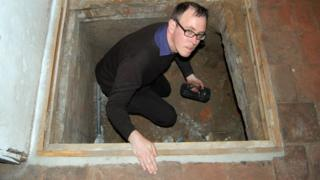 Scott Lomax investigates a potential cave
