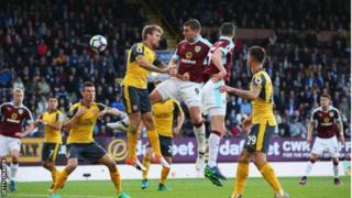Arsenal yailaza Burnley