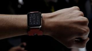 นาฬิกาแอปเปิลวอทช์ในปัจจุบันต้องเชื่อมต่อกับไอโฟนผ่านบลูทูธ