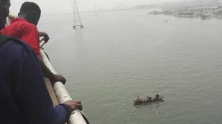 Rescue teams dey try safe di victim