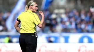 Mme Steinhaus est une fonctionnaire de police de 38 ans originaire d'Hanovre.