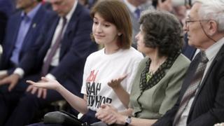 """Анна Луганская в майке """"Мы Иван Голунов"""" в Кремле."""