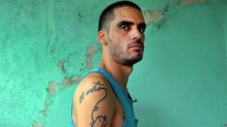 "Dissident Cuban graffiti artist Danilo Maldonado, ""El Sexto"", poses at his home in Havana after his release from prison. (20/10/2015)"