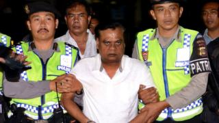 Indonesian police escort Chhota Rajan from Bali police headquarters to Ngurah Rai Airport during his deportation from the country.