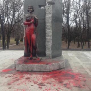 Пам'ятник Олені Телізі встановили менше місяця тому