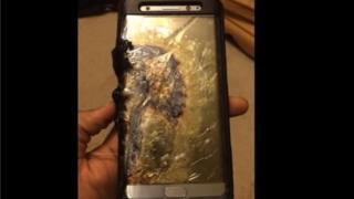 یکی گوشیهای موبایل سامسونگ گالاکسی نوت ۷ که سال گذشته آتش گرفت