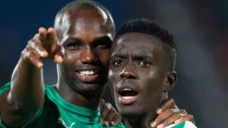 Les Sénégalais Moussa Konate Sénégal (à gauche) et Idrissa Gana Gueye après la victoire sur le Bénin, le 10 juillet 2019 en Egypte.