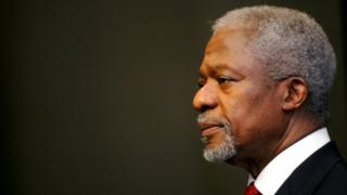 United Nations Secretary-General Kofi Annan ponders a point at a news conference, before addressing South Africa's parliament in Cape Town on 14 March 2006.