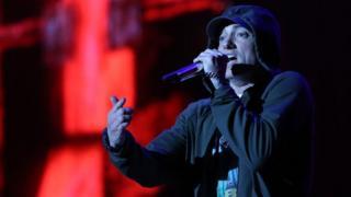 Wimbo wa Lose Yourself wake Eminem ulitumiwa katika filamu yake ya 8 Mile
