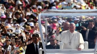 Pope Francis waves at the crowd as he arrives for a meeting with families at the Victor Manuel Reyna stadium in Tuxtla Gutierrez, Chiapas state (15 February 2016)