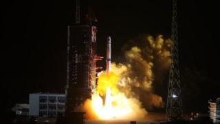 """""""鵲橋""""中繼衛星在西昌衛星發射中心升空"""
