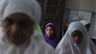 မြန်မာနိုင်ငံမှာ အစိုးရ စစ်တမ်းတွေအရ အစ္စလာမ်ဘာသာဝင်ဟာ လူဦးရေရဲ့ ၄ ရာခိုင်နှုန်းကျော်ကျော် ရှိနေ