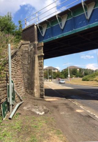 Railway bridge over A921