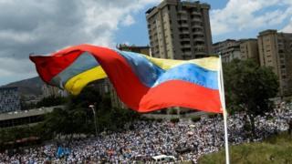 الرئيس الفنزويلي مادور يدعو للتفاوض مع المعارضة لاحتواء الاضطرابات