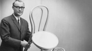 Ingvar Kamprad con una silla