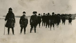 Una patrulla de soldados estadounidenses.
