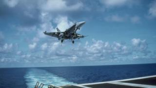 Arşiv fotoğrafı: Karayipler'e iniş yapan bir Amerikan askeri uçağı