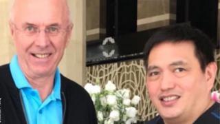 HLV Erikson và ông Dan Palami người phụ trách bóng đá Philippines