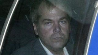 John Hinckley Jr. llega a la Corte de Distrito de EE.UU. en Washington (foto de archivo de 2003)