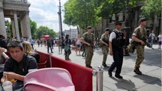 Військові охороняють ключові об'єкти в країні
